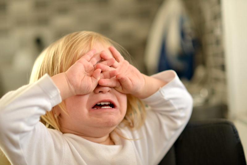 crying-tantrum-girl-800x534